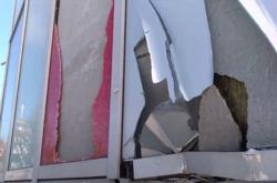разбитое алюминиевое остекление фасада