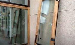 зачистка дерев'яної рами і двері