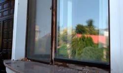 дерев'яне вікно до ремонту